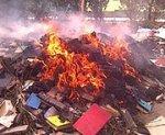 В Цхинвали сожгли сотни грузинских книг, освобождая место для русских